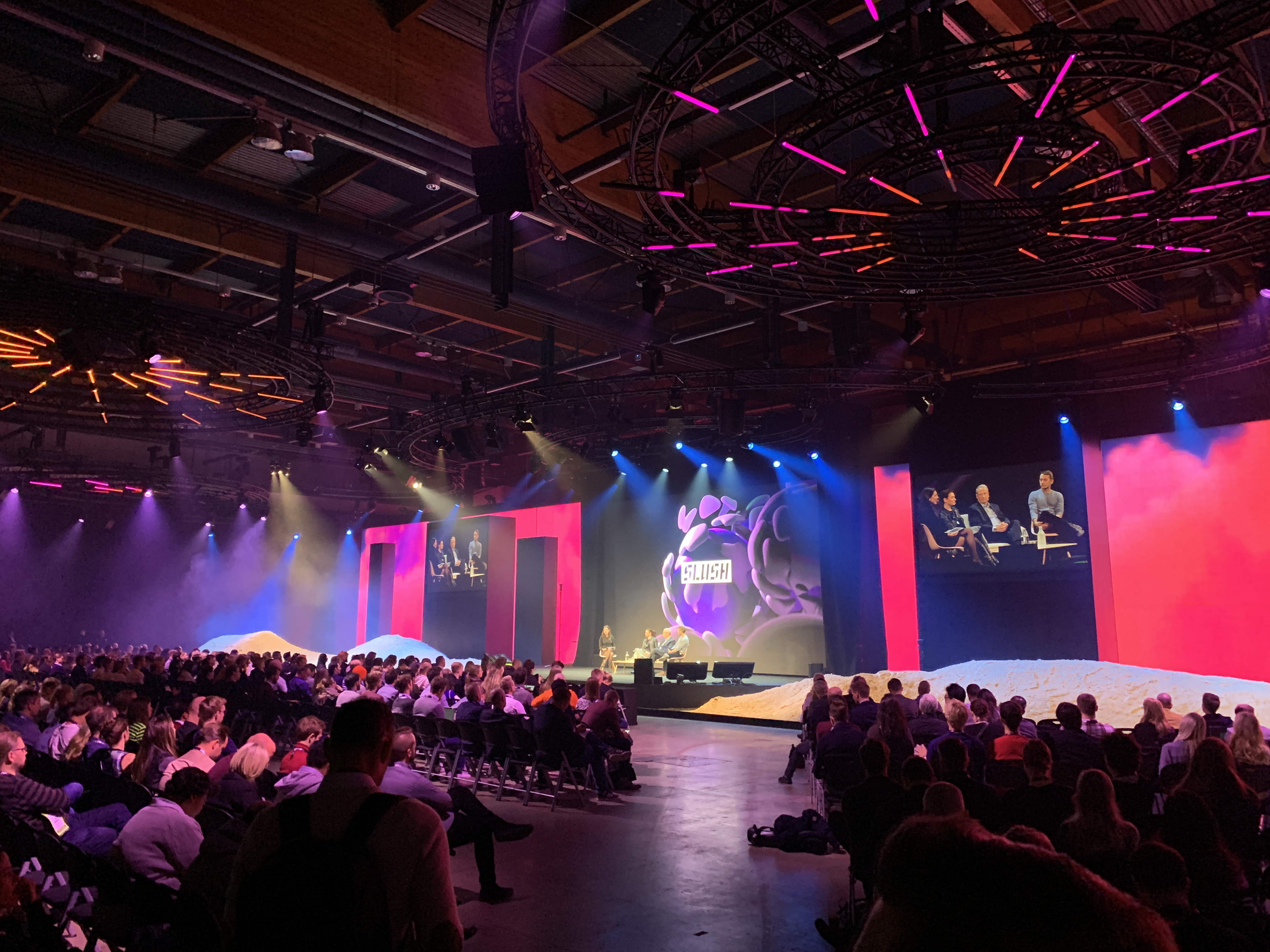 We are still impressed by the rich lighting luminaire, a real showpiece of Slush Conference.