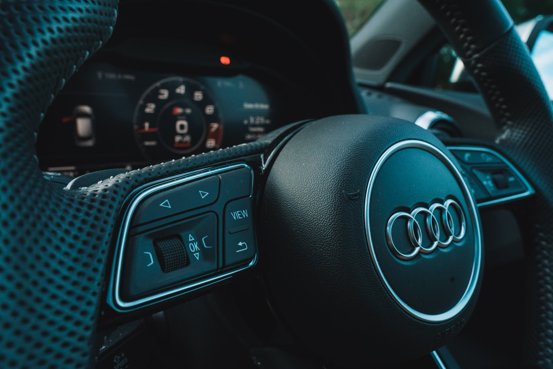 Touch panels on the dashboard can be complemented by traditional switches, which are integrated with an infotainment system