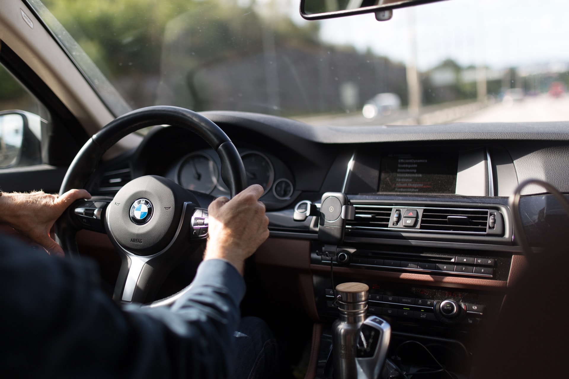 Where it is possible, a touch screen should be installed, but knobs, switches and buttons should still be used to simplify operation and to improve safety while driving.