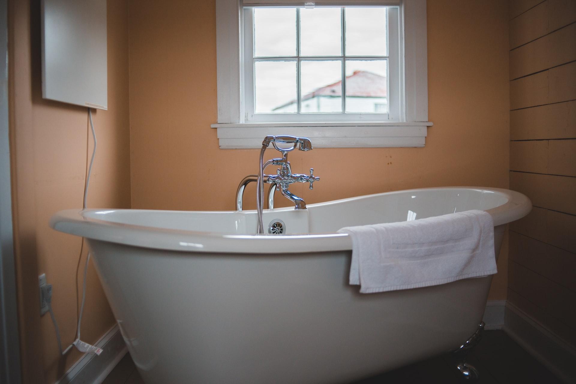 saving water, bathtub
